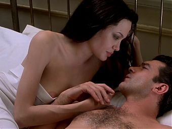 Celebrity Sex Scene-Angelina Jolie in Original Sin (2001)